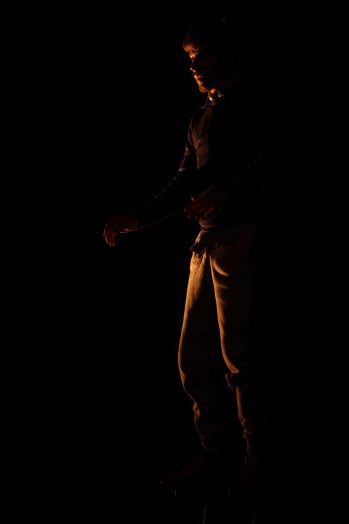 Texte et Jeu: Adrien ZUMTHOR  Conception costume: Estelle BOUL et Ludivine ROUX  Conception lumière: Agathe GEOFFROY  Conception son: Manon AMOR